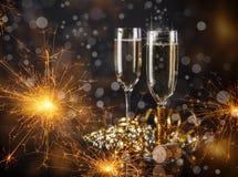 香槟构成的玻璃水平地射击了 免版税库存图片