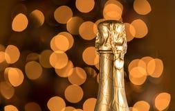 香槟瓶被密封的上面和黄柏反对圣诞树的 免版税图库摄影