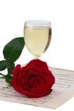 香槟被隔绝的笔记玫瑰色杯 免版税库存照片