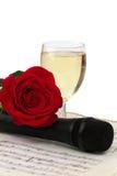 香槟话筒被隔绝的笔记玫瑰色杯 免版税库存图片