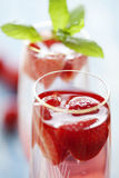 香槟鸡尾酒草莓 库存照片