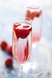 香槟鸡尾酒草莓 免版税库存照片