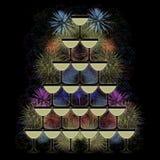香槟玻璃金字塔在烟花背景的 免版税库存照片