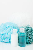 香波,液体皂 阵雨胶凝体 小捆 温泉成套工具 库存照片