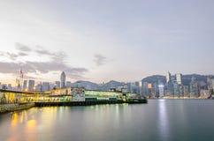 香港、在V的尖沙咀2016年12月3日客船和码头 库存照片