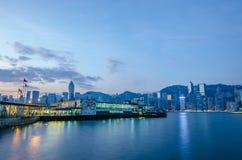 香港、在V的尖沙咀2016年12月3日客船和码头 库存图片