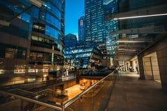 香港中央街道场面在晚上 图库摄影