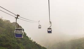 香港在薄雾的缆车 免版税库存照片