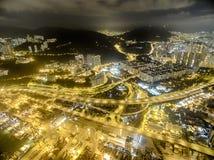 香港夜场面,金黄颜色的葵涌鸟瞰图  库存图片