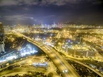 香港夜场面,金黄颜色的葵涌鸟瞰图  免版税库存图片