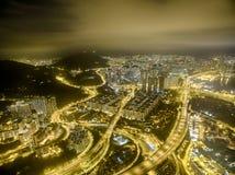 香港夜场面,金黄颜色的葵涌鸟瞰图  图库摄影