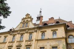香港大会堂大厦的片段在老城市城堡的  Sighisoara市在罗马尼亚 免版税库存图片