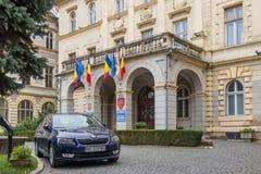 香港大会堂大厦的片段在老城市城堡的  Sighisoara市在罗马尼亚 免版税库存照片