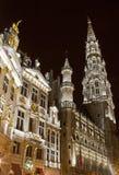 香港大会堂(Hotel de Ville)和市政厅在布鲁塞尔大广场 免版税库存照片