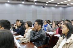 香港学生认真听 库存照片