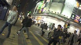 香港市,中国- 2019年6月:人在平衡城市街道的行人交叉路路 走在都市的城市居民 股票录像