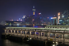 香港晚上码头公共视图 库存照片