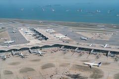 香港有飞机停车处的国际机场 库存图片