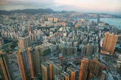 香港海岛地平线在晚上 库存图片