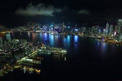 香港海岛地平线在晚上 免版税图库摄影