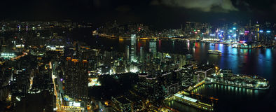 香港海岛地平线在晚上 免版税库存照片