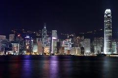 香港维多利亚港口晚上场面 免版税库存图片