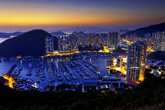 香港美好的日落,阿伯丁台风风雨棚 免版税库存照片