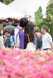 香港花卉展览的恋人 免版税库存图片