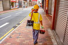 香港街道的路工作者 免版税图库摄影