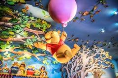 香港迪斯尼乐园- 2015年5月:小熊维尼许多冒险  免版税库存图片