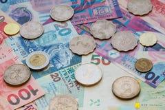 香港钞票和硬币在循环 免版税库存图片