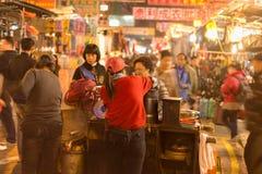 香港,中国, 2月07,2015 -山姆隋Po,栗子卖主 免版税库存照片