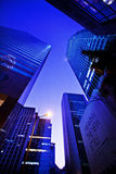 香港,中国- 2011年11月27日:香港摩天大楼的街道视图2011年11月27日的 库存照片