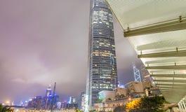 香港- 2014年5月12日:现代城市地平线在晚上 洪Kon 图库摄影