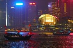 香港-2017年9月3日:运行横跨维多利亚Har的小船 库存图片