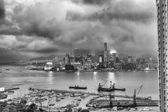 香港- 2014年4月:香港全景在晚上 使用一l 免版税库存照片