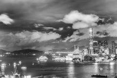 香港- 2014年4月:香港全景在晚上 使用一l 库存照片