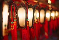香港- 2015年11月19日:东华三院文武庙内部灯笼  库存照片
