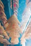 香港- 2015年12月04日:在东华三院文武庙的圆香火 F. stratocaster电吉他 图库摄影