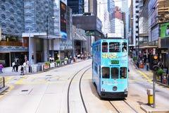 香港- 6月08 :在街道上的公共交通工具6月08日, 库存照片