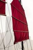 香港破烂物小船帆布风帆和索具 免版税图库摄影