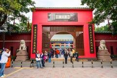 香港- DECTEMBER 17日2017年:车公Kung道士寺庙的香客在沙公锡,香港 道教是信仰PR一个特别方式  库存照片
