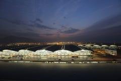 香港Chek膝部的Kok国际机场在夜之前 免版税库存图片
