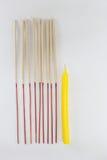 香火棍子和蜡烛 免版税库存图片