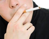 香烟他的人嘴 免版税图库摄影