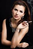 香烟抽妇女 免版税图库摄影