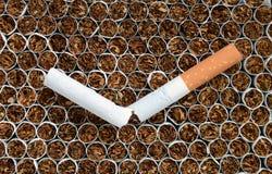 香烟接近。 免版税库存图片
