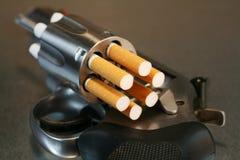 香烟横向左轮手枪 免版税图库摄影
