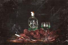 香烟点燃与酒精 倾斜在30s围巾葡萄酒样式酸碱度 图库摄影