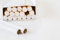 香烟特写镜头在组装的在与拷贝温泉的白色背景 免版税库存图片